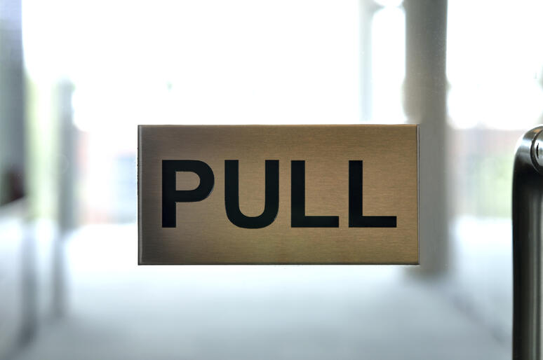 Pull_sign-photo
